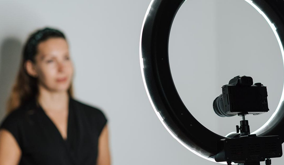 5 Tips For Presenting on Camera to Create Better Audience Engagement